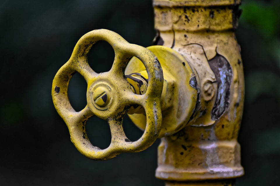 how to prevent or unfreeze frozen pipes